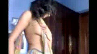 Desi Girl Shows Boobs