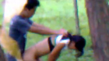 Outdoor fuck of Asian lovers in dense forest