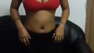 Very sexy dexi Indian wifey stripped with audio Venom