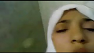 Muslim teen girl have a nice session