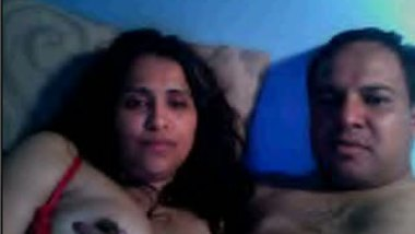 Hindi sex video mature aunty with hubby's friend