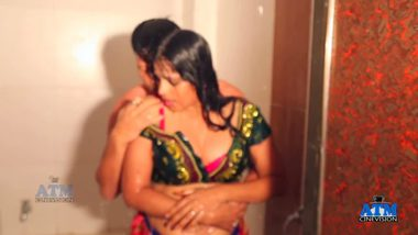 Free Indian shower sex video of hot neighbors.