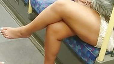 Hot Indian Feet Sexy Legs Thick Thighs & Pretty White Toes