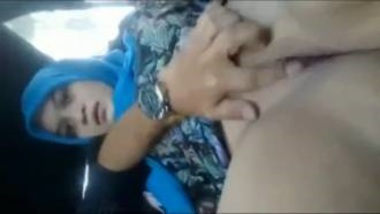 Finger Fucking Sexy Muslim Bhabhi In Car