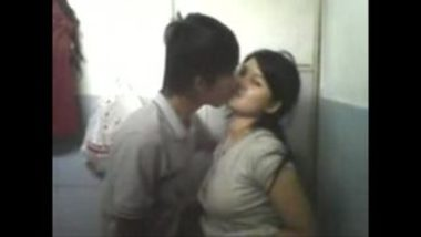 Sexy nepali college girl sex with classmate in bathroom