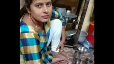 Mumbai Wife Sex MMS With Young Neighbor