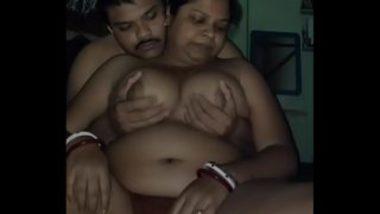 Pressing Big Chubby Boobs Of Bengali Aunty