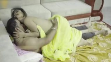 Indian Bhabhi In Yellow Saree Having Secret Sex