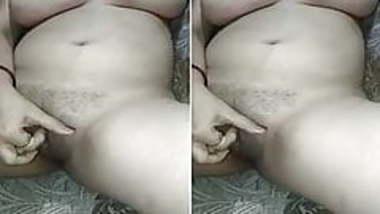 Today Exclusive- Horny Bhabhi Rubbing Her Pus...