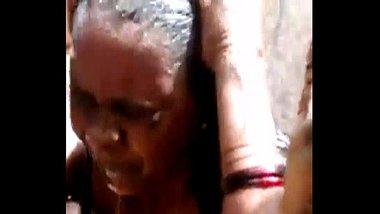 indian desi telugu aunty bathing ultimate hidden capture
