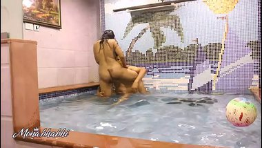 Indian Bhabhi Mona Sex In A Swimming Pool