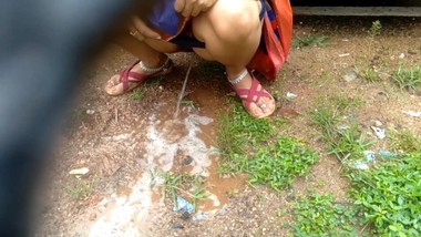 Desi Indian Milf Outdoor Pissing Video Compilation