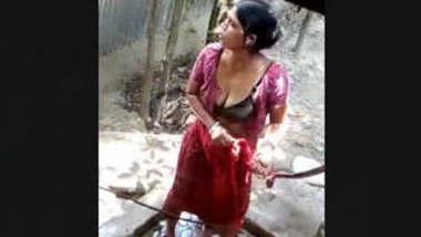 Bangladeshi Married Boudi Bathing Secretly Captured By Neighbour