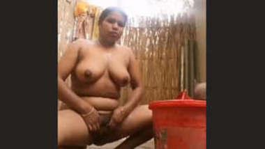 Unsatisfied Bangladeshi Bhabi Bathing