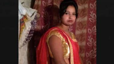 Desi Hot Bhabhi Bathing