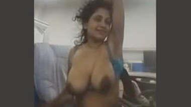 Horny Lankan Tamil girl 4 Clips Part 1