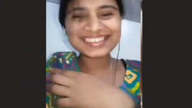 Sexy Bangla Girl Showing her Pussy