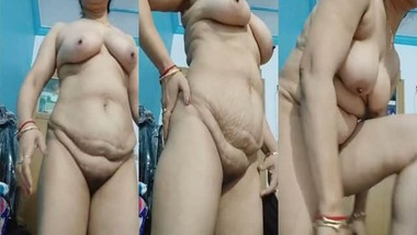 Horny nude Desi housewife on live cam video