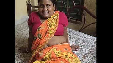 Desi bubbly village housewife erotic navel show