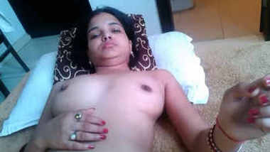 beautiful loknow bhabi sucking cock n her pussy lick by bf