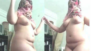 delhi milf aunty dancing nude