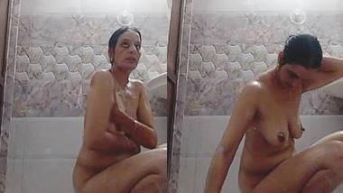 Horny Indian Milf Bathing Selfie