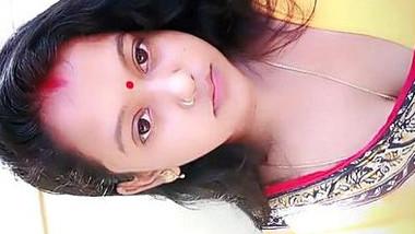 Cute newly wed mumbai housewife shivani singh navel show in transparent saree