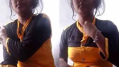 Horny Bihari Girl Soni Bathing Selfie 1
