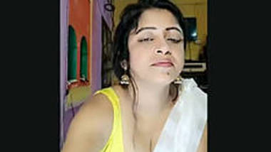 Aunty cleveage show on live chat