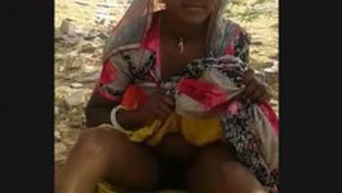 Desi village bhabi Outdoor with her lover