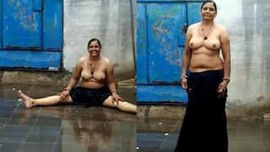 desi aunty rain bath