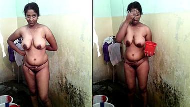 Sexy Mallu Aunty Bathing Selfie For Hubby