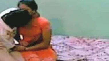 Hidden cam mms sex scandal of desi bhabhi leaked online!