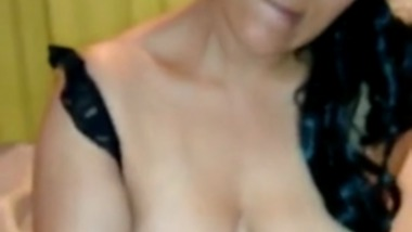 Mature Hyderabad Aunty gives Handjob and Drinks Cum