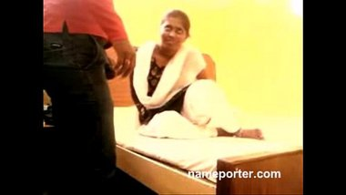 Sexy Tamil Bhabhi Fingered In Hotel Room