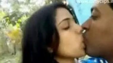 Hot bhabhi smooched by Indian neighbor guy