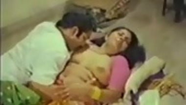 Indian b-grade actress topless sex with co-star in a film