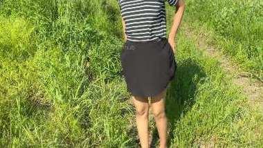 Desi girl outdoor pissing