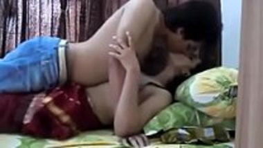 Honeymoon fuck MMS of newly married wife in red saree