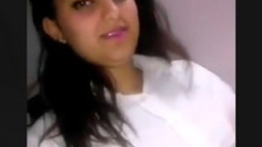 Cute bhabi undresing and showing all