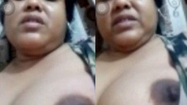 Horny Desii Boudi Showing Her Big boobs And Fingering On Video Call
