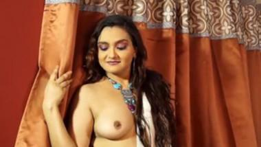 White saree wali