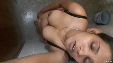 Desi lady needs nothing but a camera to film masturbation porn video