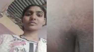 Solo sex show of amazing Desi mom who exposes pussy and touches it