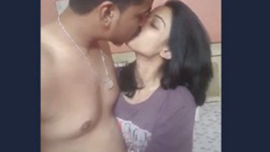 Desi couple very hot kiss