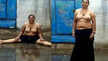 Topless Indian woman doesn't mind acting on camera like a porn performer