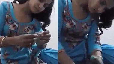 Indian gal puts condom on BF's erect XXX rod making it ready for sex