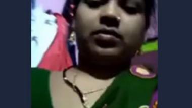 Desi bhabi fingering pussy