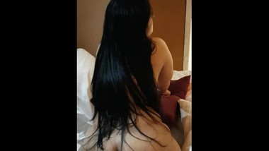 British arab saudi wife shows her long hair and chubby body in hotel room بنت الخليجية اجمل قحبة