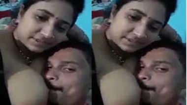 Indian amateur sex model invites man to kiss her big XXX twins